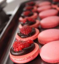 Macarons de chocolate negro y frambuesa