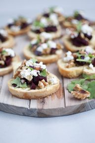 Crostini with walnut