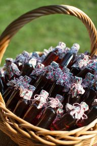 Maple Syrup Favors - ideal for a BRUNCH (!) wedding - maybe local honey instead?