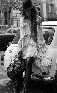 (DRESS Month Demoiselles, Bershka PANTS, BAG Phillip Lim, Sam Edelman Boots, Claire's GLOVES, HAT El Corte Ingles, EARRINGS Sandra Palomar)