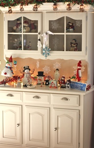 Snowman themed hutch