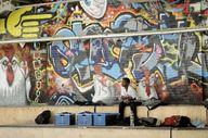 skateboarder zittend