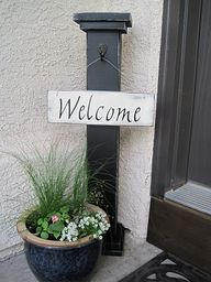 DIY: Column stand with a sign that can be changed with the seasons. Front porch!