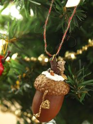 Acorn decoration whi