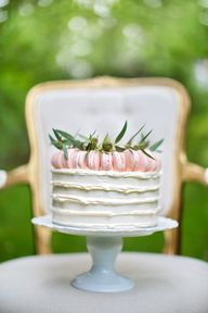 Macaron topped cake