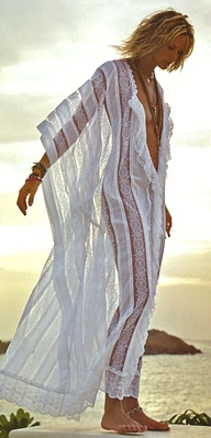 Elle MacPherson wearing the best supervillain beach coverup