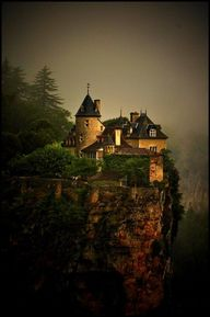 Clifftop Castle, Tre