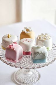 Little many cakes, c