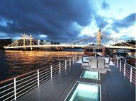 deck houseboat