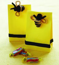 Golden bee gift favo