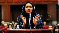 An Iranian woman con