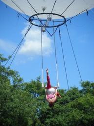 Balloon + Trapeze. Y