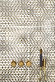 gold tiles/bathroom
