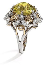 Bee-motif ring by Je