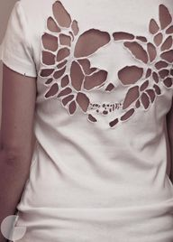 cut out skull tee -