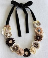 crochet necklace - m
