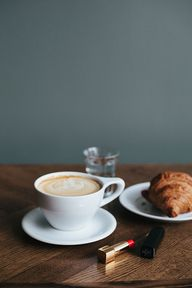Café, coirssant et r