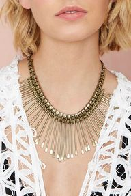 Spiked collar neckla