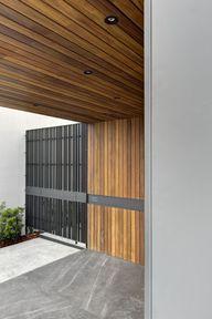 OVal House / Elías R
