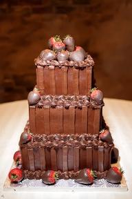 Chococate and Strawberry cake. | Bolo de chocolate com morango.