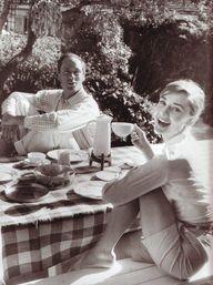 Audrey Hepburn havin