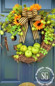 Early-fall-wreath-on