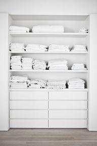 linen storage//