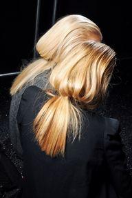 Tied back blondies