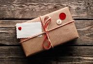 Envolver regalos con botones