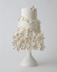white fondant cake w