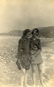 Best friends 1920s
