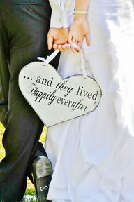 """""""...and they lived happily everafter"""" sign. #Plaque #Wedding #Black #White #Bride #Groom. @Celebstylewed"""