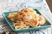 Fetuchini Alfredo de camarones con chipotles Receta