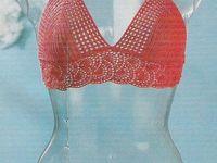 Delicado traje de baño en #crochet o #ganchillo. No lo concibo para el baño, sino para lucirlo y largos paseos al atardecer.