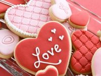 Recipes for treats and pretty things to eat on Valentine's Day....and some are just IDEAS on how to decorate cakes and cookies