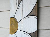 El arte de hacer con maderas recicladas casi todo lo que se desee para el cotidiano vivir.