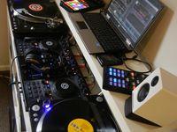 DJing  ♪♫♩♬