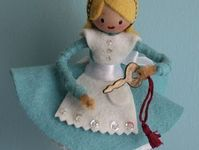 Peg, Clothespin & Spool Dolls & Crafts