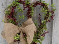 rustic/western wreaths, burlap & decor