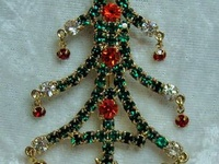 Christmas Brooches/Jewelry