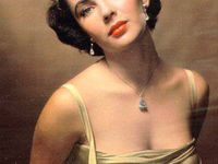 Liz Taylor-A Violet Eyed Beauty
