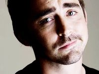 Lee Pace(;