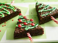 A collection of all things Christmas, desserts, parties, cakes, decorations, home decor, recipes, christmas trees and more!