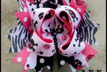 Little girl hair bows! / by Stephanie Emmerling
