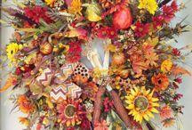 Wreaths Centerpieces / by Laura Plyler @ TheQueenofBooks