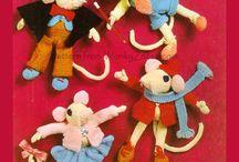 knitting / by Elizabeth Nielsen