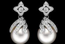 Earrings / by Tablelabels ™