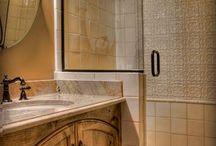 Bathroom ideas / cute bathrooms for small spaces / by Lori Bourscheid