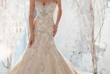 Wedding Dresses / by Kayla Marie Schneider