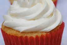 Cakes, Cupcakes & Frosting / by Jeanne Folse